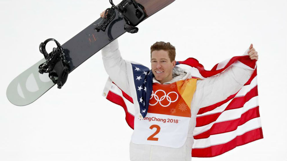 Shaun White celebra su victoria en Pyeongchang.