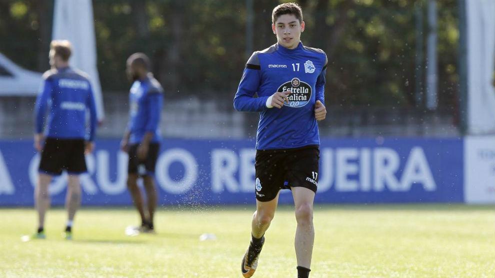 Fede Valverde realiza un entrenamiento con el Deportivo.