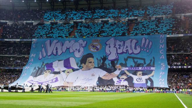 El tifo del Bernabéu antes del saque inicial.
