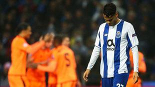 Diego Reyes, cabizbajo por la derrota abultada