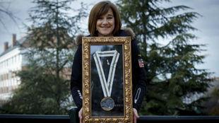 Blanca Fernández Ochoa posa para MARCA con su medalla en Albertville...