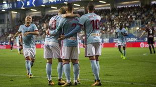 Hugo Mallo y Iago Aspas celebrando un gol ante el Eibar