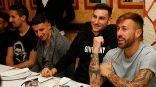 Varios jugadores del Levante durante la comida de equipo. LUD