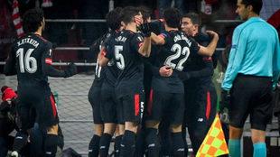 Los jugadores del Athletic celebran un gol en Moscú.