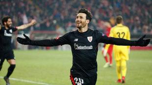 Aduriz celebra uno de los dos tantos anotados ante el Spartak de...