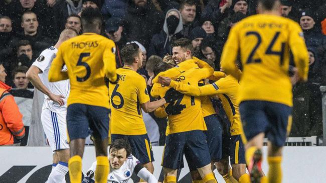 Los jugadores del Atlético celebran uno de los goles anotados ante el...