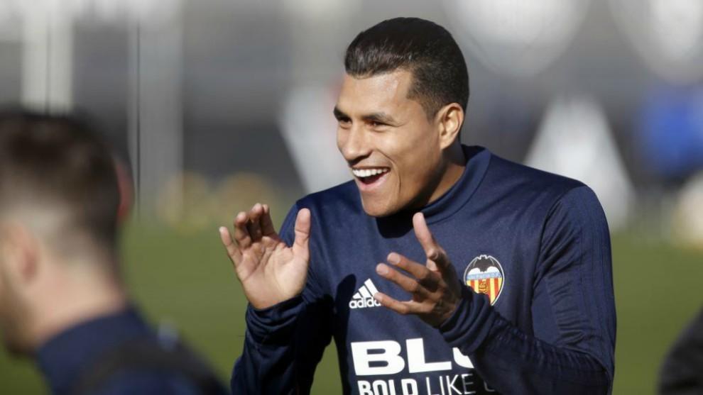 Murillo aplaude durante un entrenamiento.