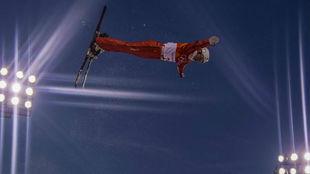 Hanna Huskova, en acción durante la final de 'aerials' de...