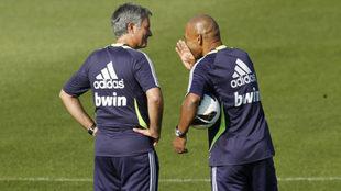 Morais da instrucciones a Mourinho en la etapa de ambos en el Real...