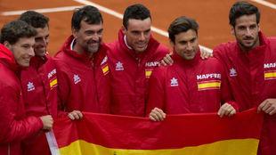 Los jugadores españoles, con la bandera