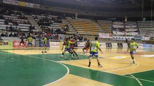 Un momento del partido entre el Huesca y el Zamora