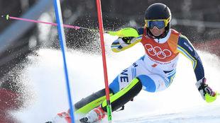 Hansdotter, durante el descenso del slalom que le valió el oro...