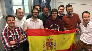 Alonso, junto a los miembros españoles de Woking