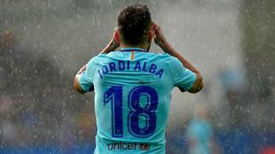 Jordi Alba lamenta una acción bajo la lluvia de Eibar.