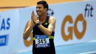 Adel Mechaal celebra su triunfo en los 3.000 metros.