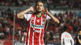 Carlos González sigue en plan grande como goleador