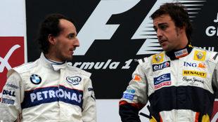 Kubica habla con Alonso.