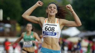Laura Bueno se impone en los 400 metros del Campeonato de España al...