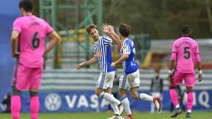 Canales celebra un gol con Odriozola