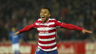 Machís celebra un gol con el Granada.