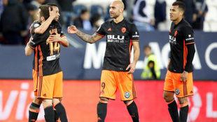 Los jugadores del Valencia celebran el gol de Coquelin en La Rosaleda.