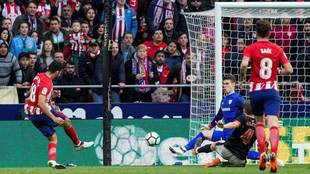 Diego Costa marca el segundo tanto del Atlético.