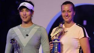Garbiñe y Kvitova, en la entrega de premios
