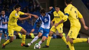 Granero, rodeado de jugadores del Villarreal esta tarde