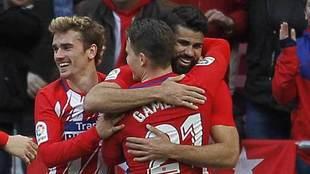 Griezmann, Costa y Gameiro celebran un gol del Atlético ante el...