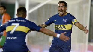 Tévez celebra el gol del triunfo