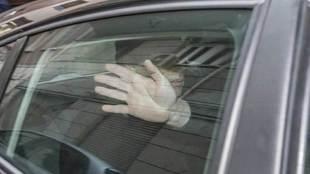 Quique Pina, en un coche camuflado de la Policía Nacional