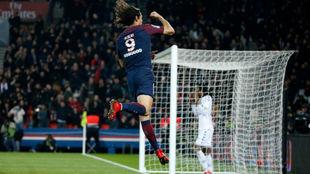 Cavani celebra uno de sus goles de este fin de semana.
