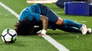 Marcelo, en el suelo del Villamarín tras caer lesionado.