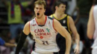 Tiago Splitter durante su etapa como jugador del Baskonia