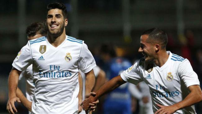 Asensio y Lucas celebran un gol del Madrid.