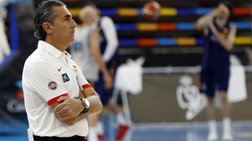 Sergio Scariolo observa un entrenamiento de la primera 'ventana' FIBA