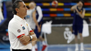 Sergio Scariolo observa un entrenamiento de la primera...