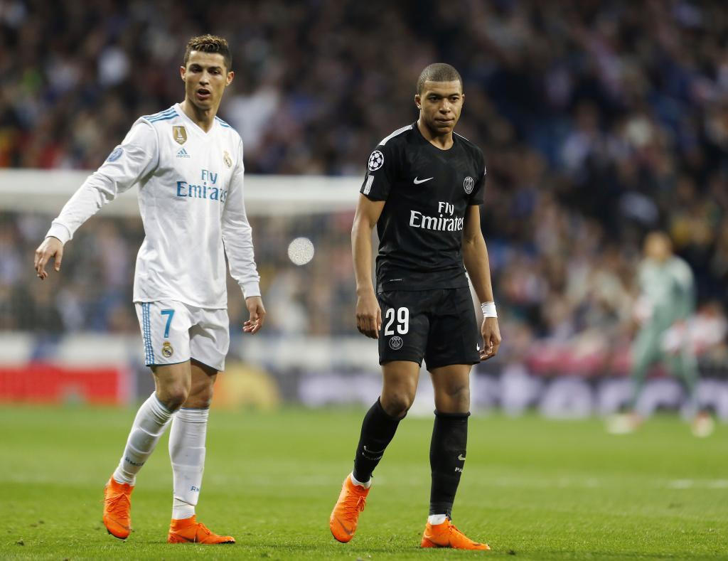 Mbappe y Cristiano, durante el partido de ida de octavos entre el Real...