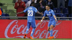 Ángel celebra el primer gol con Amath
