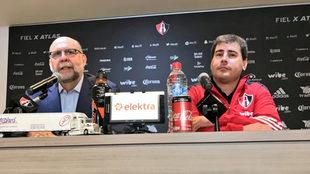 Carlos Guzmán y Fabricio Bassa en conferencia de prensa.