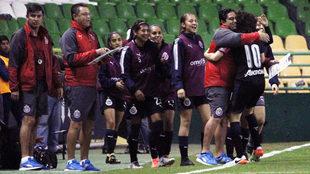 Las Chivas comenzaron la goleada antes del primer minuto de juego