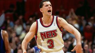 Drazen Petrovic durante un partido con los New Jersey Nets