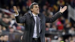 Muñiz hace indicaciones en un partido del Levante en el Ciutat de...