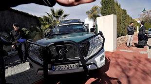 Un vehículo de la Guardia Civil traslada a Rubén Semedo tras el...