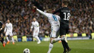 Toni Kroos en la jugada del decisivo penalti contra el PSG