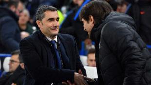 Valverde saluda a Conte en Stamford Bridge