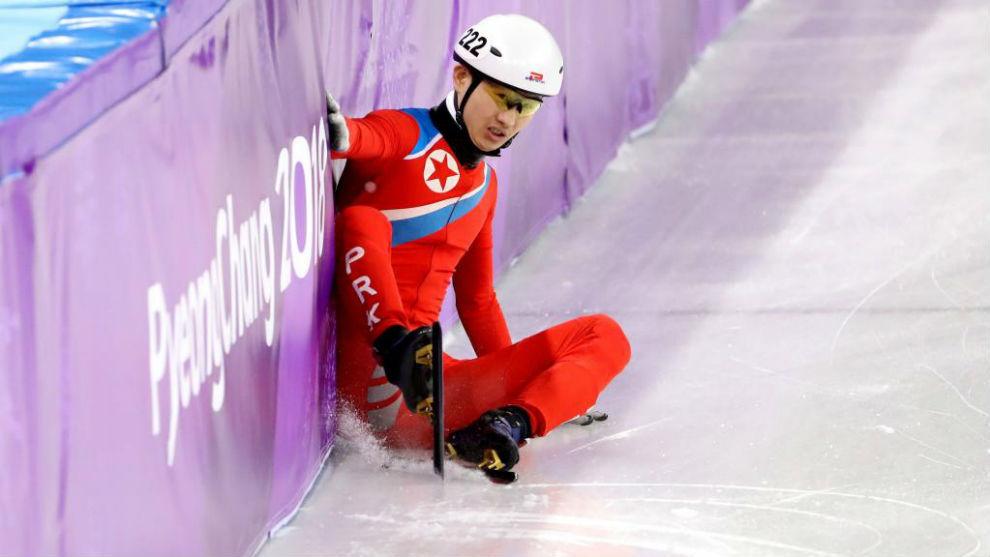 El norcoreano Kwang Bom Jong en la prueba de patinaje de velocidad.