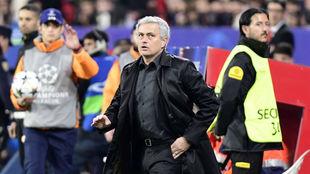 Mourinho, durante el partido contra el Sevilla.
