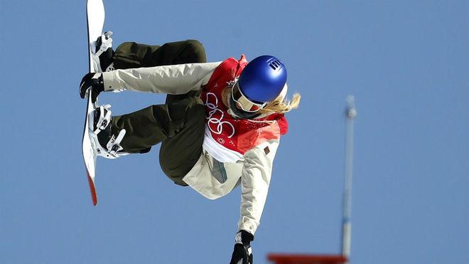 Anna Gasser, durante uno de sus saltos.