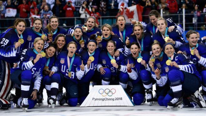 La selección femenina, con el oro.